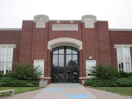 Picture of East side entrance of Pierce Elementary Building